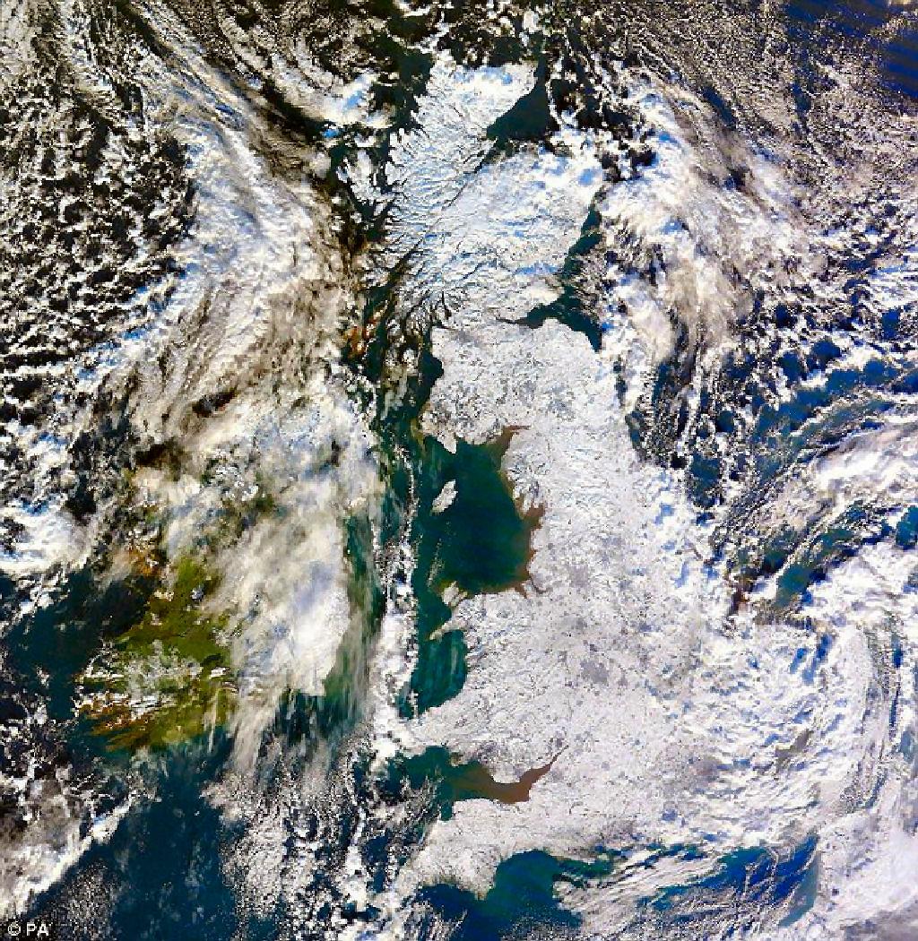 大寒波に襲われて国土全域が雪で覆われ真っ白に1024.jpg